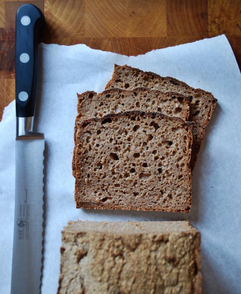 Opskrift på rugbrød med kerner og frø eller rent rugmel