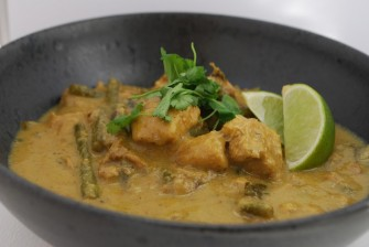Singaporeansk Chicken Curry med kokosmælk