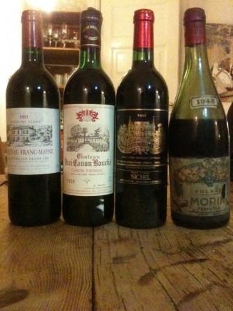 Tre gamle Bordeaux'er og en Bourgogne