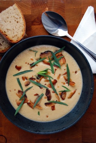 Blomkålssuppe med sprød bacon og estragon