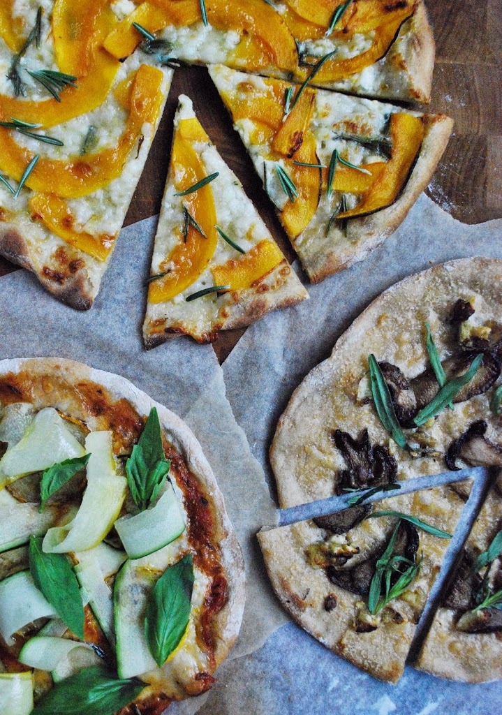 Tre slags vegetarpizzaer – græskarpizza, squashpizza og karl johan-pizza