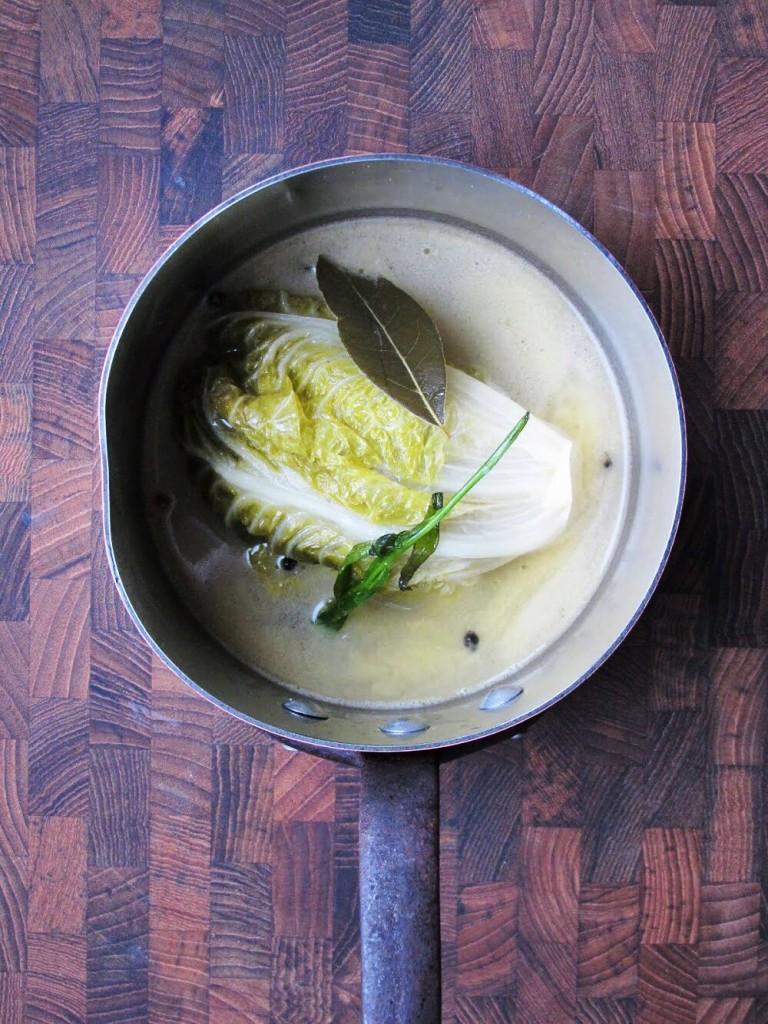 Vidste du, at du kan spse varm salat? Prøv for eksempel braiseret hjertesalat.