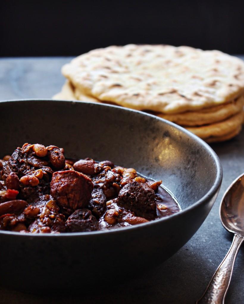 Lækker chili con carne med hele stykker af oksebov og chorizopølser, der giver en god fedme og dybde til din chili con carne