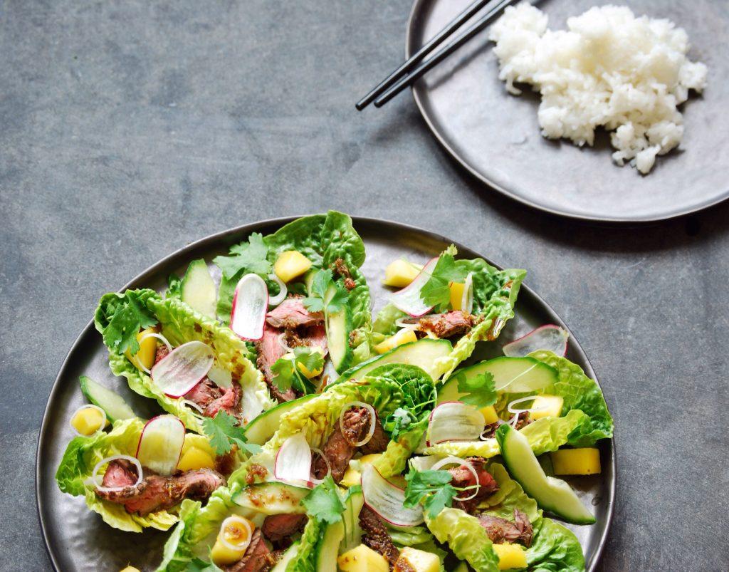 Opskrift på oksekødssalat med mango, radiser og dansk fiskesauce