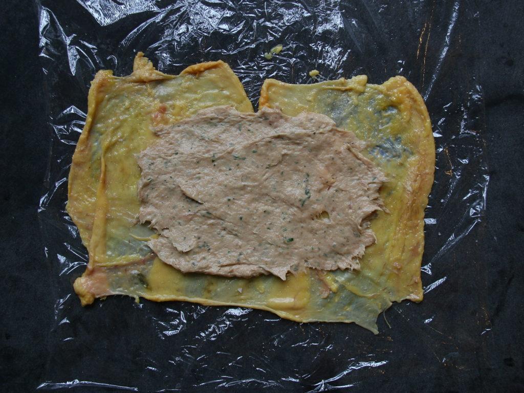 Opskrift på Ballotine af kylling – kyllingeroulade med citron, urter og hvidløg