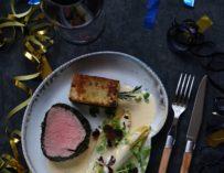 Oksemørbrad med braiseret julesalat og beurre blanc med urter – Nytårsmenu del 2