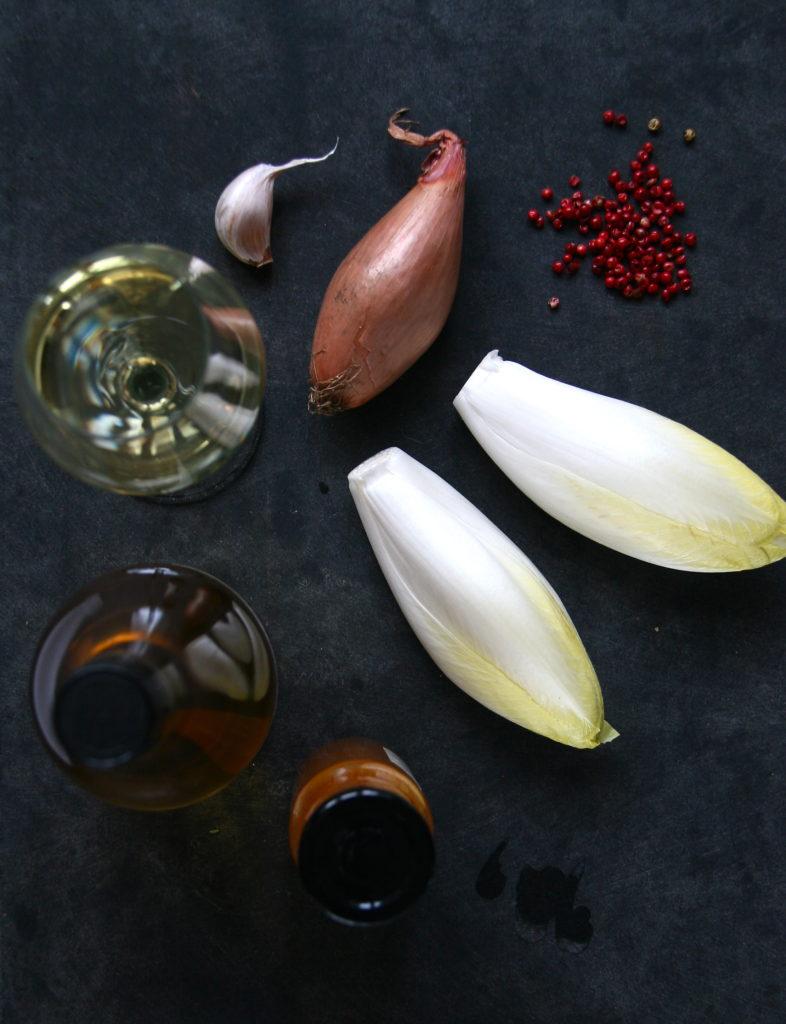 Oksemørbrad rullet i urter med braiseret julesalat, rosmarinkartoffel og beurre blanc med urter