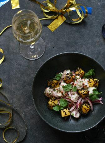 Ceviche af torsk med mango, sort sesam og koriander – Nytårsmenu del. 1