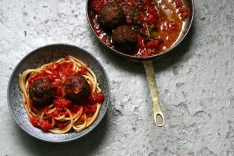 Italiensk-amerikanske kødboller med tomatsovs