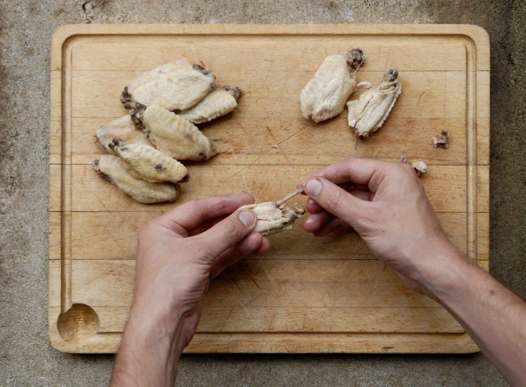 Opskrift på hjemmelavede Chicken wings - sprøde kyllingevinger med hotsauce perfekt til snack til fodbold