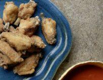 Chicken wings – sprøde kyllingevinger med hot sauce