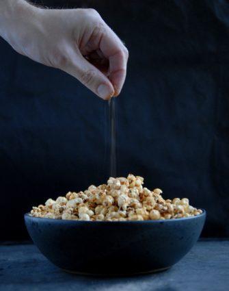 Popcorn med chili- og ostesmag